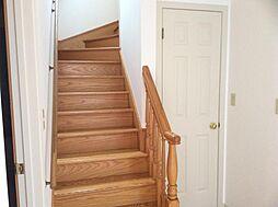 木目がロマンティックな階段