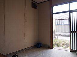 昔ながらの引き戸の玄関。