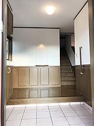 「玄関」広く・開放的なうえ、手摺など配慮のある玄関です。