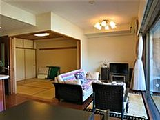 リビングスペースとしてご利用になられている空間です。室内はとてもきれいにお使いになられています。
