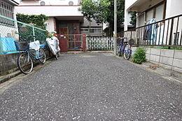 閑静な住宅街、交通量少なく安心です