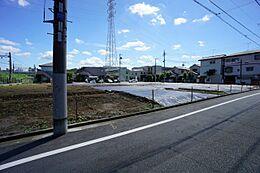 前面道路は5.4mしっかり確保していますので車庫入れも楽々です。