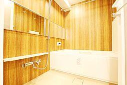 換気機能でカビの発生を抑制して清潔・快適なバスルームをご提供。また寒い季節には暖房、冬期や梅雨時期など屋外で洗濯物を干せない場合には、浴室の遊休時間を利用して洗濯物の乾燥可能。弊社施工例です。