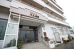 マンションの低層階は温泉旅館になっています