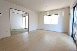 和室と合わせて20.5帖の大きな空間です。ご家族の憩いの場にぴったりですね。