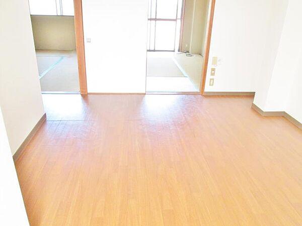 吉田マンションの洋室
