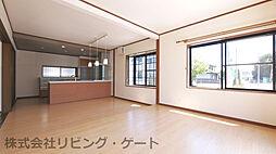 甲府市大里町 内外装大変綺麗な中古戸建 オール電化住宅 4LDKの居間