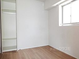 S-GLANZ大阪同心の白を基調にした明るいお部屋です。
