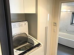 洗面室にも収納があり、タオル類の収納にも困りません