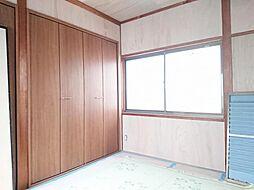リフォーム中写真12/6撮影2階西側6帖洋室 壁・天井クロス張替、フローリング重ね張り、クローゼット新設、和室から洋室に変更します。収納を上手く使ってお部屋を広く使って下さい。