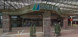 マルフジ千ヶ瀬店まで1219m、車で約5分、徒歩で約17分です。
