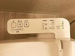 トイレは温水洗浄便座機能付きです