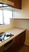 食洗機付きシステムキッチン。