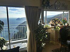 こちらがお部屋からの景色です。息を呑む美しさの眺望を味わうことが出来ます。