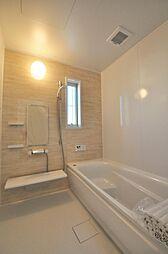 柔らかい雰囲気の1坪タイプのバスルームです。