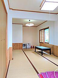 ウォークインクローゼット付きの広々和室は寝室、客間など色々な用途でお使い頂けます。