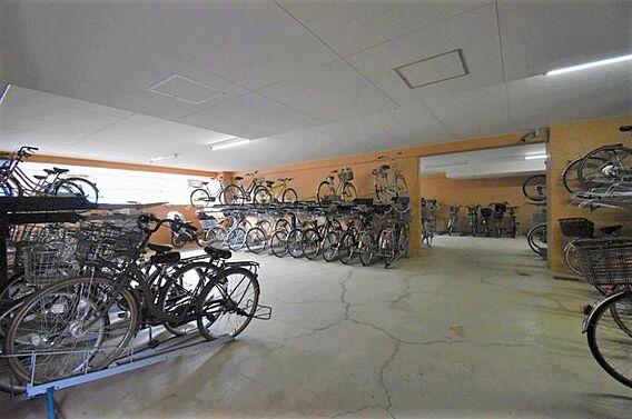 大型駐輪場