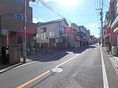 梅島駅までの道にセブンイレブンがあります。