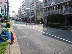 現地(2017年8月)撮影駐車も楽々の広々した前面道路