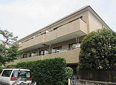「東高円寺」駅より徒歩5分、商業施設の充実した「中野」駅も徒歩圏内の好立地。