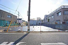 第1種低層住居専用地域の非常に閑静な住宅街です。
