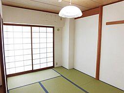 リフォーム前写真和室です。ちょっと寝転がりたいときや、家事の合間の休憩のとき、リビングと繋がった畳があると快適ですね。