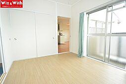 バルコニーに面した洋室はクッションフロアです。室内にエアコン付。