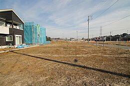 敷地中央部より北東方向を撮影。