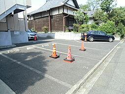 SKアルコバレーノの敷地内駐車場