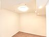 約6帖の洋室です。リノベーション済みで、室内大変きれいです。,3LDK,面積83.06m2,価格3,790万円,京急本線 逸見駅 徒歩5分,JR横須賀線 横須賀駅 徒歩5分,神奈川県横須賀市西逸見町1丁目