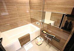 追い焚き機能はもちろん、浴室乾燥機付きで雨の日の洗濯も可能。