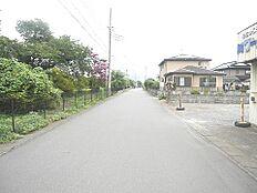 前面道路は幅員約6mございますので、駐車もスムーズにできますね。