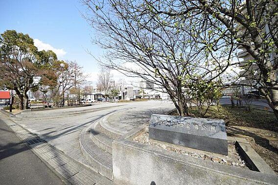 名取駅西口広場...