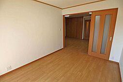 東側洋室6.3帖(別角度から)