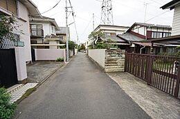 前面道路は車通りも少なく、小さなお子様のいらっしゃるご家庭にも心強いですね。