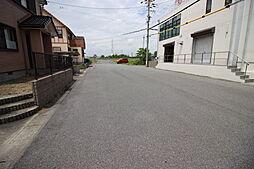 東側 公道 約9.0m全面道路が6m以上のため駐車が苦手な方も嬉しいですね。
