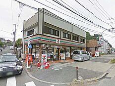 セブンイレブン 町田市立博物館前店(571m)