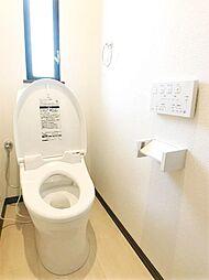 ウォシュレット付高機能トイレ。