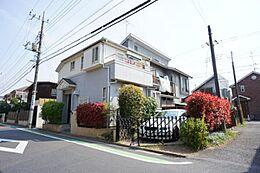 JR中央線「吉祥寺」駅から平坦な道のりで徒歩約10分の吉祥寺南町4丁目の閑静な住宅街に立地しております。