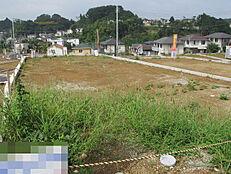 広々土地ですのでお好みの住宅を建築可能です。分譲地なので年齢層も合いやすいので、お勧の住宅用地です。