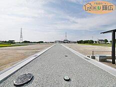 駅からは少し距離がありますがJR線も山陽電鉄本線も利用できます。