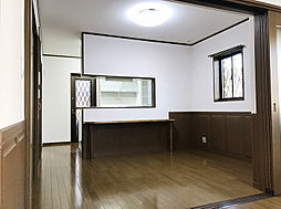 「ダイニング」対面キッチンにはカウンターが設置されております。