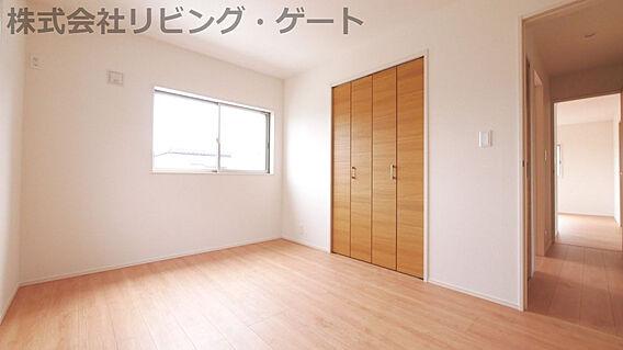 2階6帖洋室。...