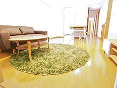 シンプルなデザインの家具がお部屋の雰囲気と合いますね