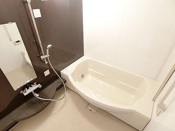 広めの浴槽です...