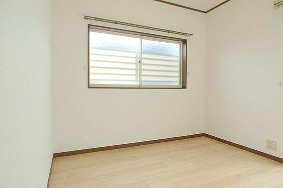 室内を白よりも...