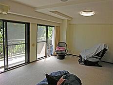 家具を搬入する前のリビング。
