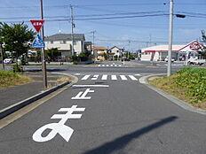 北西南東への北東側接道です。