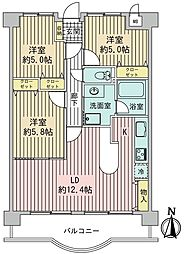 ダイニング部分に収納が設けてあり、食品庫・生活雑貨などを収納いただけます。