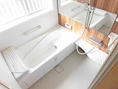 リフォーム後写真お風呂は1坪サイズのユニットバスに新品交換いたしました。